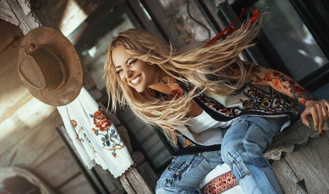 Asculta online, Delia - Vreau La Tara, single nou, muzica noua 2019,