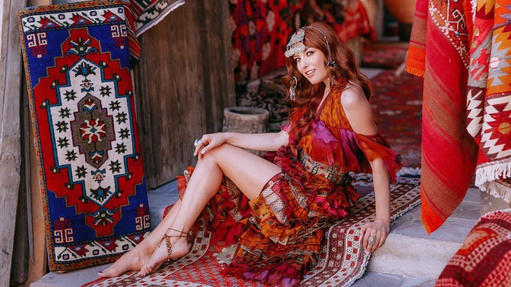 Asculta online, Elena - Gura ta (more lea feata), single nou