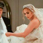 Jennifer Lopez surprinsa in rochie de mireasa