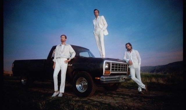 Asculta online, The Killers - Caution,
