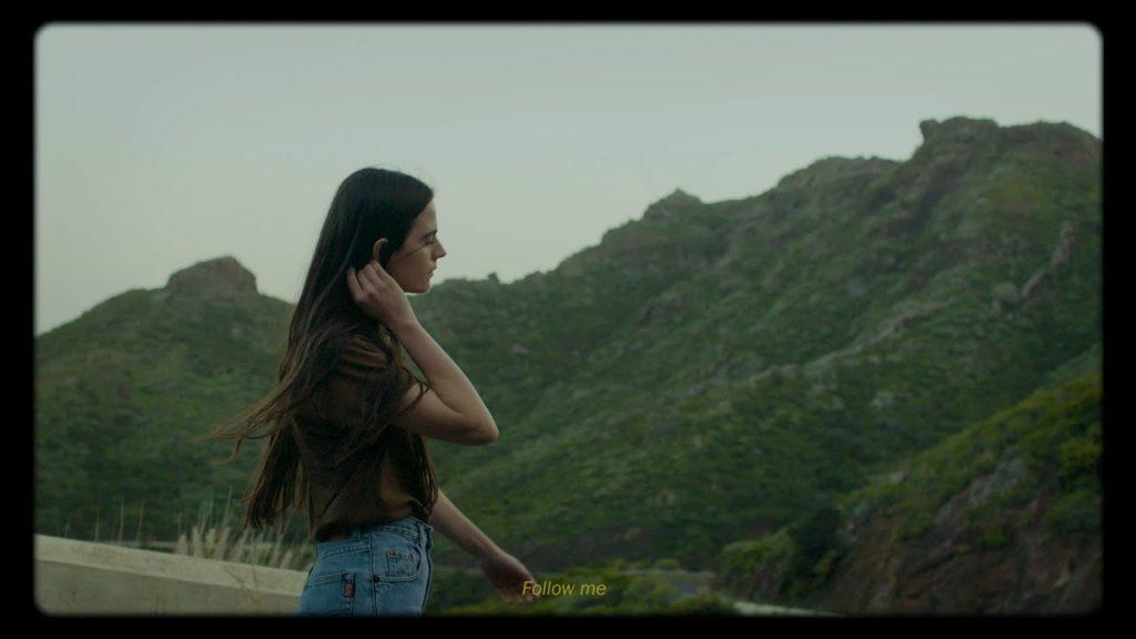 Asculta online, Valeria Stoica - Gravity, single nou, 2020, muzica noua, Valeria Stoica, Gravity, mai nou single, artista indie-pop,