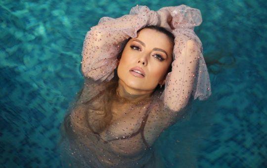 Asculta online, ELENA - Trandafiri, single nou