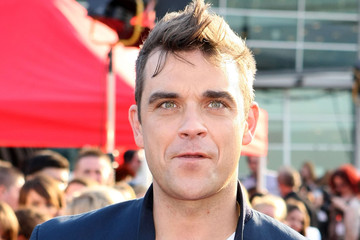 Robbie Williams canta You Know Me